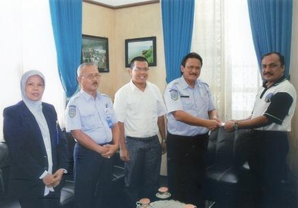 Penyerahan Sumbangan IRPS Peduli Gempa Sumatra Barat