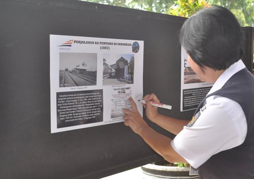 Pameran Foto Lokomotif Uap di Stasiun Semarang Tawang